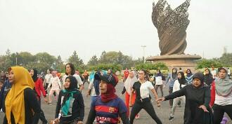 Damai Putra Group Meriahkan Car Free Day di Kota Harapan Indah