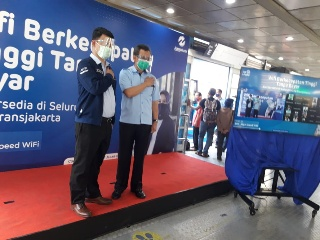 Seluruh Halte Transjakarta Sediakan Wifi Gratis