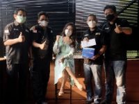 Bantu Jurnalis Terdampak Corona, Yenni Ermella Sumbang Tabung Oksigen
