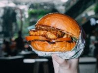 Kolaborasi GOODS BURGER dengan Tempe Movement Project Hadirkan Smoked Tempe Burger